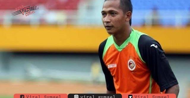 Fauzi Toldo mantan pelatih Pagaralam. FOTO : TOLDO FOR VIRALSUMSEL.COM