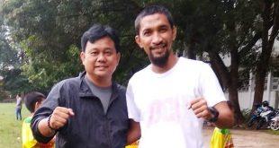 Husnul Wafa mantan pemain Persita bersama pelatih Sriwijaya FC Budiardjo Thalib. FOTO :VIRALSUMSEL.COM