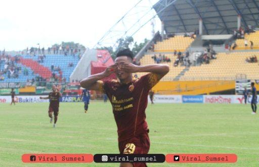 Rudiyana penyerang Sriwijaya FC selebrasi usai cetak gol ke gawang PSIM Yogyakarta. FOTO : SRIWIJAYA FC