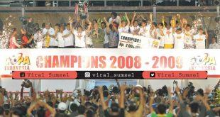 Euforia Sriwijaya FC setelah berhasil meraih gelar juara Copa Dji Sam Soe Indonesia 2008/2009. FOTO : DOK SRIWIJAYA FC