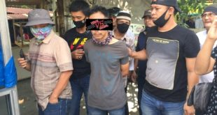 Petugas Unit Pidum SatReskrim Polrestabes Palembang amankan Effendi pelaku penggelapan sepeda motor. FOTO : VIRALSUMSEL.COM
