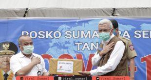 Wakil Gubernur Provinsi Sumsel H. Mawardi Yahya terima bantuan APD tenaga medis. FOTO :VIRALSUMSEL.COM