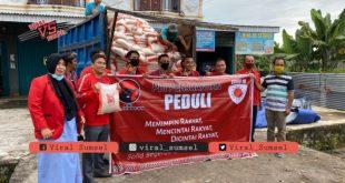 PDI Perjuangan Kabupaten Musi Rawas berikan bantuan sembako pada masyarakat terdampak Covid19. FOTO :VIRALSUMSEL.COM