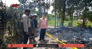 Rumah Kakek dilalap si jago merah di Kecamatan Bayung Lencir. FOTO : VIRALSUMSEL.COM