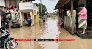 Suasana terkini banjir di Kecamatan Martapura OKU Timur. FOTO :VIRALSUMSEL.COM