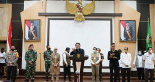 Gubernur Sumsel H.Herman Deru beri keterangan pada awak media terkait PSBB Palembang-Prabumulih. FOTO : ARRA VIRALSUMSEL.COM