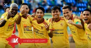 Para pemain Sriwijaya FC selebrasi usai cetak gol. FOTO : VIRALSUMSEL.COM