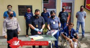 Hen eksekutor perampokan di Toko Emas Pasar Sungai Lilin dalam press releases di Jatanras Polda Sumsel. FOTO :VIRALSUMSEL.COM