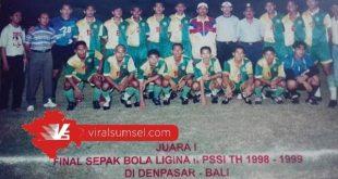 Pemain, pelatih dan ofisial PS Palembang saat juara Divisi II Liga Indonesia 1998/1999. FOTO :VIRALSUMSEL.COM