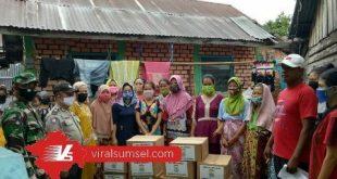 Pemerintah Kota Palembang mendistribusukan bantuan paket sembako pada orang miskin baru. FOTO : VIRALSUMSEL.COM