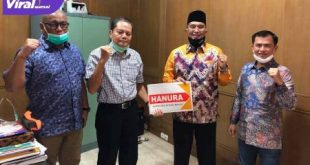 Penyerahan dukungan dari Partai Hanura kepada H Hendra Gunawan pada Pilkada Mura 2020 disampaikan oleh Ketua Tim Pilkada Pusat (TPP) Hanura, Prof. Ferdinan Nainggolan. FOTO : VIRALSUMSEL.COM