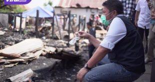 Gubernur Sumsel H Herman Deru tinjau lokasi kebakaran Tangga Buntung. FOTO : VIRALSUMSEL.COM