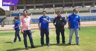 Fauzi Toldo eks Sriwijaya FC dan Nur Hidayat Sekretaris PSSI Prabumulih cek Stadion Talang Jimar, Prabumulih. FOTO : VIRALSUMSEL.COM