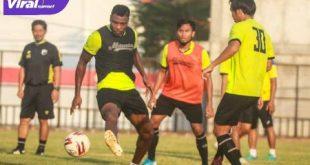 Godstime Ouseloka Olisa pemain baru Muba Babel United berlatih di Stadion Serasan Sekate, Sekayu. FOTO : VIRALSUMSEL.COM