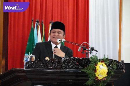 Gubernur Sumatera Selatan H Herman Deru jelaskan pengajuan Raperda pada Rapat Paripurna DPRD Sumsel. FOTO : VIRALSUMSEL.COM