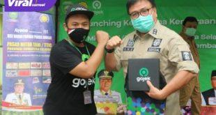Sekda Provinsi Sumsel, H Nasrun Umar bersama perwakilan Gojek Palembang. FOTO : VIRALSUMSEL.COM
