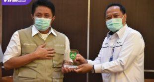 H Herman Deru Gubernur Sumsel bersama Direktur Utama PT Pusri Tri Wahyudi Saleh. FOTO : VIRALSUMSEL.COM