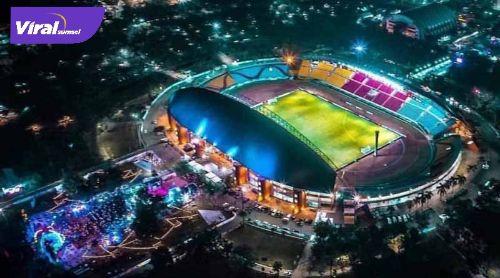 Stadion Gelora Sriwijaya Jakabaring Palembang malam hari diambil dari udara. FOTO :VIRALSUMSEL.COM