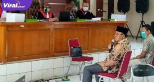 Plt Bupati Muara Enim, H JuarsaH SH dalam sidang di Pengadilan Tipikor Palembang, Selasa (20/10/2020). FOTO : VIRALSUMSEL.COM