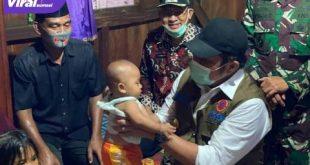 H Herman Deru Gubernur Sumsel mengunjungi keluarga korban kecelakaan tambang ilegal di Muara Enim. FOTO : VIRALSUMSEL.COM