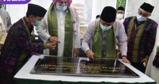 Gubernur Sumsel, H Herman Deru bersama Syeikh Hussein Jaber (Imam Besar Masjid Nabawi Madinah) resmikan Masjid At-Thoriq Mardhotillah. FOTO : VIRALSUMSEL.COM
