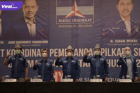 Ketua Umum DPD Partai Demokrat Sumsel H Ishak Mekki bersama Tim Satgas Bapilu DPP Partai Demokrat. FOTO : VIRALSUMSEL.COM