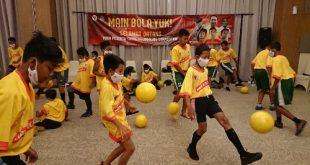 Peserta kompetisi jugling beraksi. FOTO : VIRALSUMSEL.COM