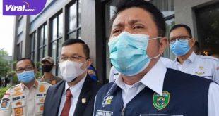 Gubernur Sumsel H Herman Deru didampingi Ketua KONI Sumsel H Hendri Zainuddin beri keterangan pada media. FOTO :VIRALSUMSEL.COM