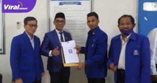 Anggota DPRD Kota Palembang KGS Ishak Yasin mengembalikan formulir pendaftaran Calon Ketua DPD PAN Kota Palembang. FOTO : VIRALSUMSEL.COM