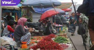 Penjual cabai merah keriting. FOTO : SANDI : JURNALIS-UIN