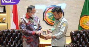 Dr Syahrul Yasin Limpo SH MSi MH saat menerima Audensi Bupati Muba Dr Dodi Reza Alex Noerdin Lic Econ MBA. FOTO :VIRALSUMSEL.COM