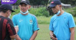 Liestiadi bersama pelatih Palembang Roby Saut. FOTO : VIRALSUMSEL.COM