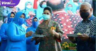 Hj Febrita Lustia HD Ketua TP PKK Sumsel hadiri HUT Ikatan Istri Pegawai dan Karyawati Bank Sumsel Ke-19. FOTO : VIRALSUMSEL.COM