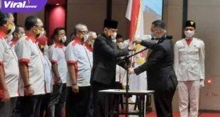Ketua Umum KONI Sumsel Hendri Zainuddin melantik pengurus KONI Kabupaten OKU. FOTO :VIRALSUMSEL.COM