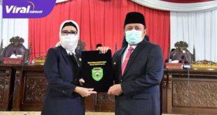 Gubernur Sumsel H Herman Deru bersama Ketua DPRD Sumsel Hj Anita Noeringhati. FOTO : VIRALSUMSEL.COM