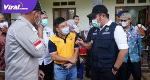 Gubernur Sumsel H Herman Deru bincang dengan tokoh masyarakat Sungsan. FOTO :VIRALSUMSEL.COM