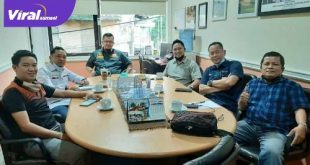 Wakil Direktur Utama PT SOM pimpin rapat intern Sriwijaya FC. FOTO : VIRALSUMSEL.COM
