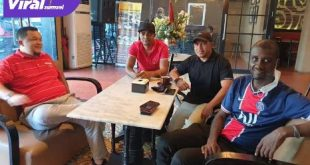 H Hendri Zainuddin Wadirut Sriwijaya FC bersama Osas Saha. FOTO : VIRALSUMSEL.COM