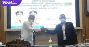 Wakil Gubernur Sumsel H. Mawardi Yahya menerima kunker Pimpinan dan Anggota Badan Legislasi DPR RI. FOTO : VIRALSUMSEL.COM