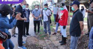 Wakil Walikota Palembang, Fitrianti Agustinda sidak bekas galian PDAM di Jalan Supersemar, Kecamatan Kemuning. FOTO : VIRALSUMSEL.COM