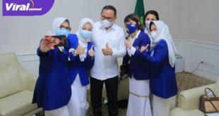 Bupati Muba Dodi Reza bersama para pengurus IWAPI Muba. FOTO : VIRALSUMSEL.COM