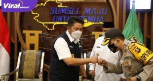 Gubernur Sumsel H Herman Deru menerima kunjungan kerja Pj H Rosidin Hasan, di ruang tamu Gubernur Sumsel, Rabu (7/6/2021). FOTO : VIRALSUMSEL.COM