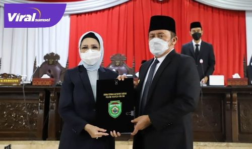 Gubernur Sumsel H Herman Deru bersama Ketua DPRD Provinsi Sumsel Hj. R.A. Anita Noeringhati, SH, MH. FOTO : VIRALSUMSEL.COM