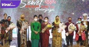 "Fasion show dengan tema ""Sewet Kriya Sriwijaya 2021"" yang dalam rangkaian di Hotel Aryaduta, Kamis (04/03/2021). FOTO : VIRALSUMSEL.COM"