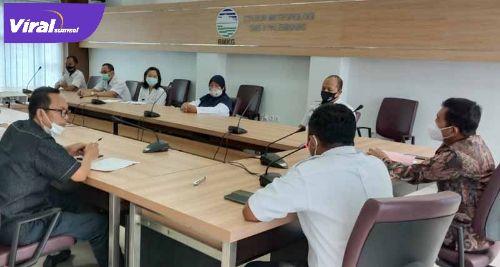 Suasana kunjungan anggota Komisi V DPR RI, Ir.H. Ishak Mekki, MM ke Stasiun Meteorologi BMKG Palembang, Selasa (20/4-2021). FOTO :VIRALSUMSEL.COM