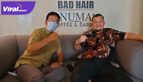 CEO Palembang Sportivo FC H Hendri Zainuddin dan Manajer Ermansyah. FOTO : VIRALSUMSEL.COM